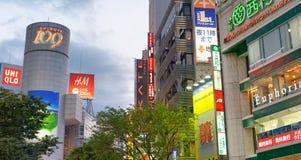 东京,日本- 2016年6月1日:大厦和广告在涩谷 东京 免版税库存图片