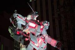 东京,日本- 2017年11月19日:有夜光的Gundam机器人在Odaiba 库存照片