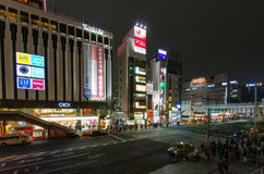 东京,日本- 2016年11月19日:步行者拥挤横穿 库存图片