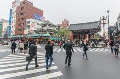 东京,日本- 2016年11月19日:Sensoji寺庙/Shrin前面  库存图片