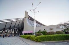 东京,日本- 2013年11月20日:人参观代代木国民健身房 免版税库存照片