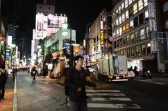 东京,日本- 2013年11月25日:人们在Kichijoji区参观商业街 库存照片