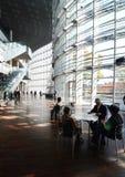 东京,日本- 2013年11月23日:人们拜访全国艺术Cen 库存照片