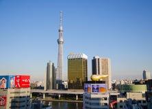 东京,日本- 2013年11月21日:地标大厦包括东京天空树 免版税图库摄影