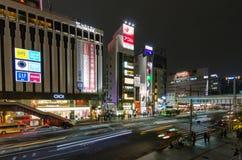 东京,日本- 2016年11月19日:步行者拥挤横穿 库存照片
