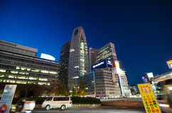 东京,日本- 2013年11月23日:街道生活在新宿,东京 库存图片