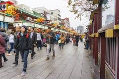 东京,日本- 2016年11月19日:Nakamise街道是著名的 免版税库存图片