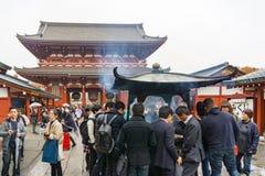 东京,日本- 2016年11月19日:Senso籍寺庙和巨人 免版税库存照片