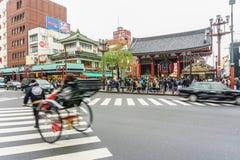 东京,日本- 2016年11月19日:Sensoji寺庙/Shrin前面  免版税库存照片