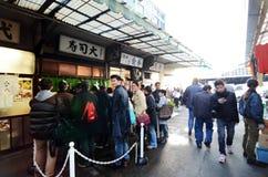 东京,日本2013年11月26日:Tsukiji市场是一个大市场为 图库摄影