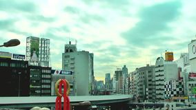 东京,日本1月20日2014年:在移动的上野站和的云彩,时间间隔录影前面的交通 股票视频
