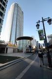 东京,日本- 11月23 :人们在六本木新城参观Mori塔 免版税库存图片