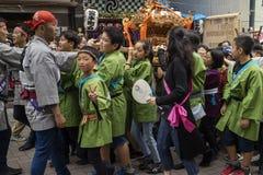东京,日本- 5月14,2017 :在传统金打扮的孩子 免版税库存照片
