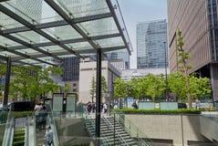 东京,日本- 5月19 :在午休期间的办公室人在2016年5月19日的商业区壶瓶山新宿在东京,日本 免版税图库摄影