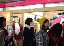 东京,日本- 11月24 :在竹下街道原宿的人群 免版税库存图片