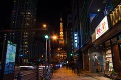 东京,日本- 11月28 :在维护下的东京铁塔的在T 库存照片