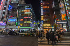 东京,日本- 1月25,2016 :Kabukicho入口门在Shinju 库存照片