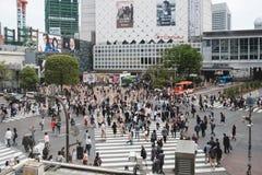 东京,日本- ARPIL 18日2017年:在街道上的未认出的人 库存图片