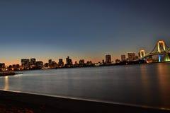 东京,有圣诞节照明的日本都市风景在Odaiba海岛 免版税库存照片