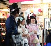 东京-大约11月24日:Cosplay成套装备的女孩 库存图片