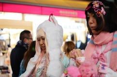 东京-大约11月24日:Cosplay成套装备的未认出的日本女孩在原宿 库存照片