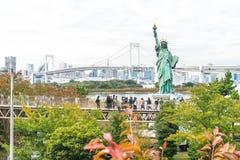 东京-2016年11月16日:游人人群和本机享受t 免版税图库摄影