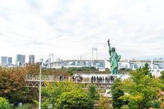 东京-2016年11月16日:游人人群和本机享受t 图库摄影