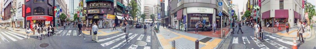 东京- 2016年5月19日:游人在新宿 东京吸引5米尔 免版税库存照片