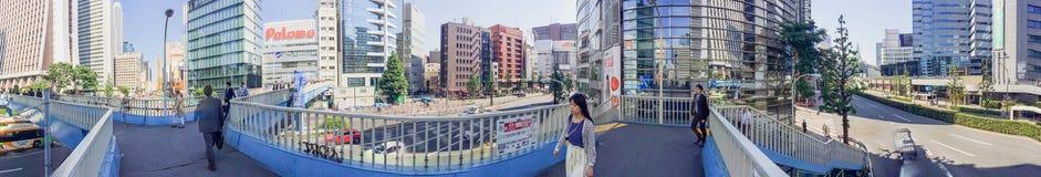 东京- 2016年5月19日:游人在新宿 东京吸引5米尔 库存图片