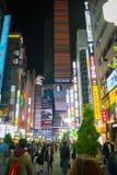 东京10月25日2017年日本:氖&在石牌的晚上唱光 库存照片
