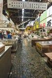东京- 5月11 :顾客参观Tsukiji鱼市 库存照片