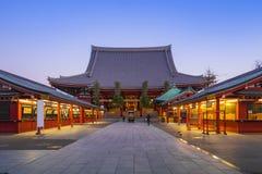 东京Senso籍寺庙在晚上在浅草在东京,日本 免版税库存图片