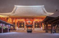东京sensoji在大雪的asakusa寺庙 图库摄影