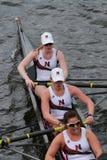 东北大学在查尔斯赛船会妇女的冠军Eights头赛跑  免版税库存照片
