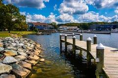 东北镇社区公园的船坞在东北镇,马里兰 免版税库存照片