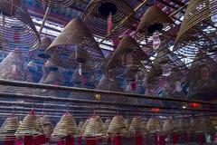 东华三院文武庙、香火卷和红色祷告标记内部  免版税库存照片