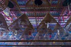 东华三院文武庙、香火卷和红色祷告标记内部  图库摄影
