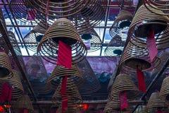 东华三院文武庙、香火卷和红色祷告标记内部  库存图片