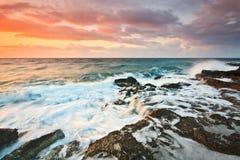 东南克利特,希腊岩石海岸。 库存照片