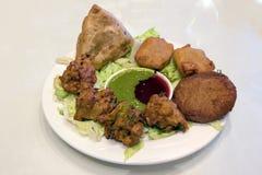 东印度人食物开胃菜盘 免版税库存照片