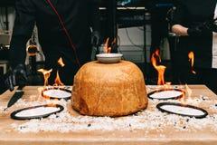 东方人shah肉饭,pilaw,plov,米用在酥皮点心filo,可口芬芳辛辣料理的肉 免版税库存图片