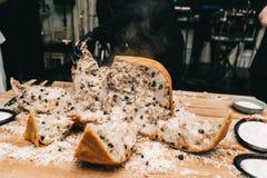 东方人shah肉饭,pilaw,plov,米用在酥皮点心filo,可口芬芳辛辣料理的肉 库存照片