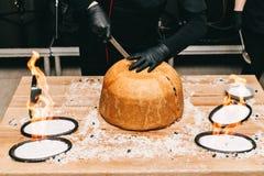 东方人shah肉饭,pilaw,plov,米用在酥皮点心filo,可口芬芳辛辣料理的肉 免版税库存照片