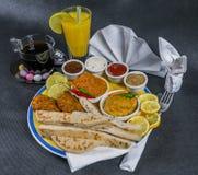东方印地安人集合,鸡科尔马,鸡tikka masala, naan b 库存图片