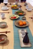 东方样式传统餐桌,多孔黏土rgb 库存图片