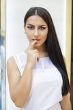 东方样式 肉欲的阿拉伯妇女模型 美丽的干净的皮肤 免版税库存照片