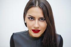 东方样式 肉欲的阿拉伯妇女模型 美丽的干净的皮肤 免版税库存图片
