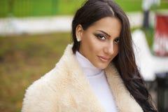 东方样式 肉欲的阿拉伯妇女模型 图库摄影