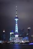 东方珍珠电视塔的晚上视图在上海,中国 图库摄影