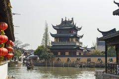 东方的威尼斯-在上海附近的运河 免版税库存图片